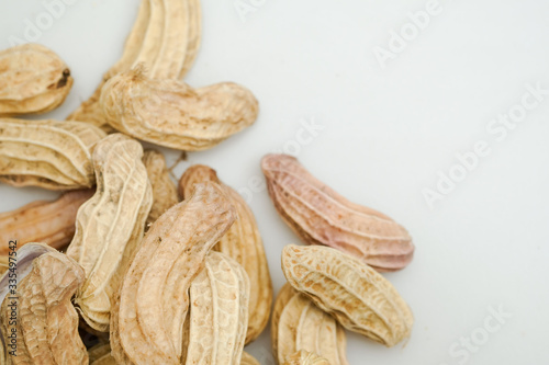 Photo Close up boiled peanuts white background