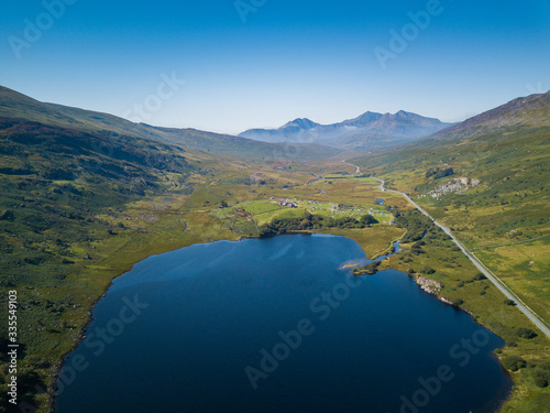 Aerial view of Llynau Mymbyr Lake and campsite with Snowdon Horseshoe Mountains Canvas-taulu