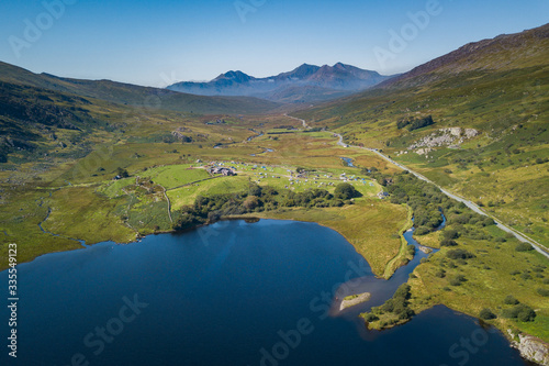 Valokuva Aerial view of Llynau Mymbyr Lake and campsite with Snowdon Horseshoe Mountains