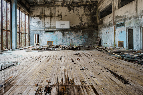 Fotomural Decaying gym in Chernobyl/Pripyat in the Exclusion Zone