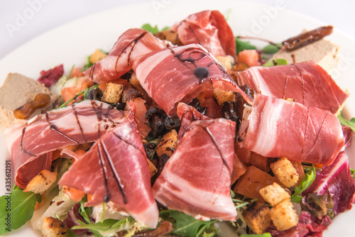 Obraz na plátne Plate of lamb's lettuce salad with croutons, Iberian ham, Iberian mousse and bal