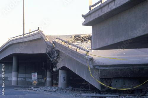 Overpass that collapsed on Highway 10 in the Northridge/Reseda area at the epice Fototapet