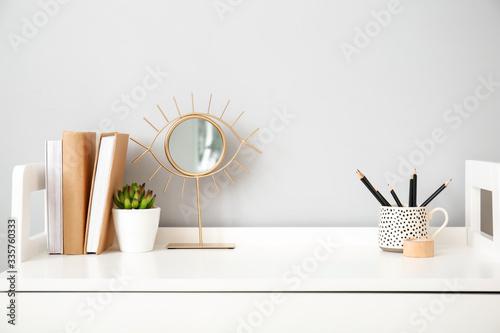 Fotografía Modern stylish workplace near grey wall
