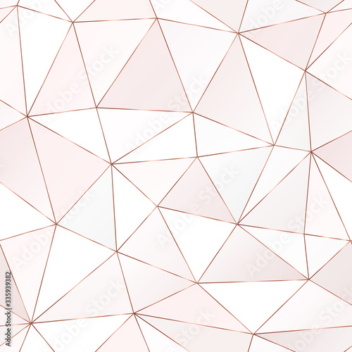 Photo Rose gold polygonal seamless pattern with triangle tiles.