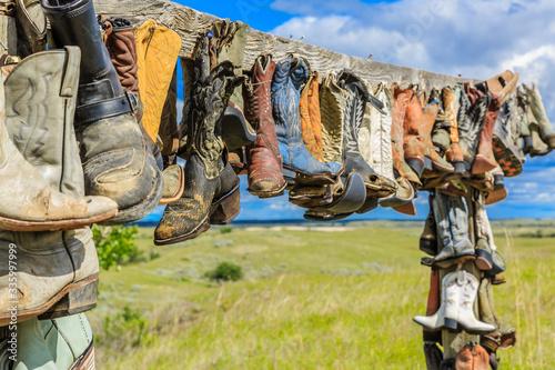 Valokuvatapetti Hanging Cowboy Boots