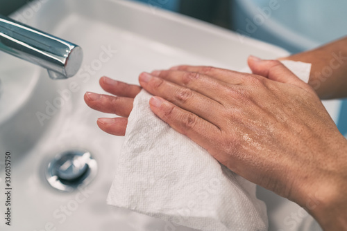Fototapeta Washing hands steps for personal hygiene COVID-19 prevention drying hand with paper towel after handwash. Coronavirus infection preventive cleaning. obraz