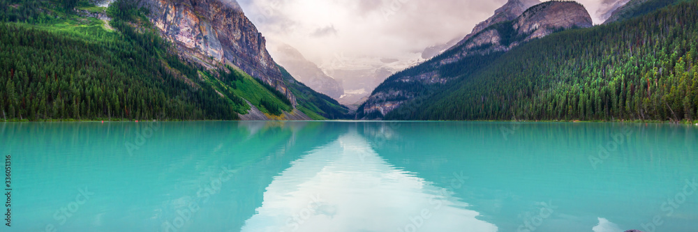 Fototapeta Lake Louise in Banff National Park, Alberta, Rocky Mountains, Canada