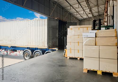 Cuadros en Lienzo Interior of Distribution Warehouse