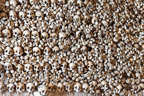Fotografia Evora, Portugal - February 2020: interior of the Chapel of the bones (Capela dos