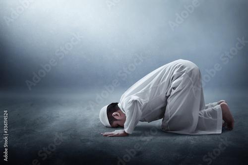 Fotografering Religious asian muslim man praying
