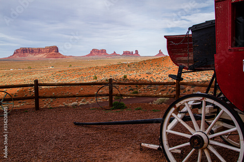 A stagecoach overlooks Monument Valley Fototapet