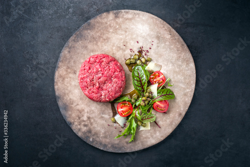 Papel de parede Gourmet tartar raw from beef fillet with lettuce, tomatoes and parmesan with cap