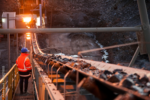 Fotografia Nyngan Australia June 20th 2012 : Shallow depth of field image of a miner inspec