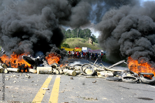 Fototapeta BR 101 highway ban due to protest obraz