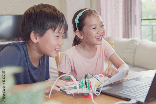 Mixed race young Asian children having fun learning coding together, learning re Fototapete