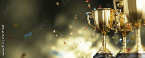 Fotografía close up golden trophy award with falling confetti