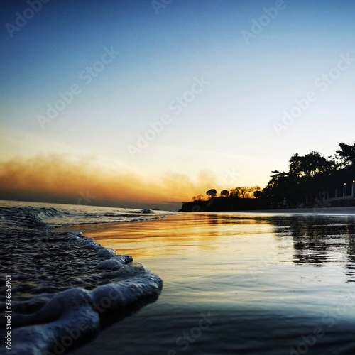 Photo sunset over the beach