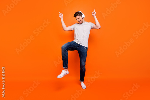 Obraz na plátne Full body photo of funky cool guy cheerful party mood chilling listening earphon