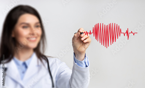 Female Doctor Using Stylus Drawing Heart Rate On Invisible Screen Canvas-taulu