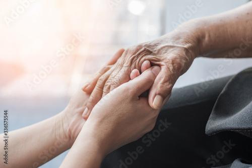 Photo Parkinson disease patient, Alzheimer elderly senior, Arthritis person hand in su