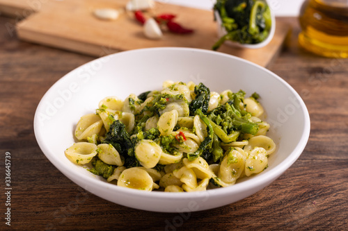 Photo Typical dish of Italian cuisine, orecchiette with turnip greens