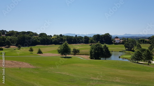 Photo Landscape of a golf course in Aquitaine, France, a sunny day