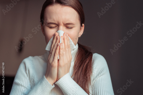 Fotografia Cough in tissue covering nose and mouth when coughing