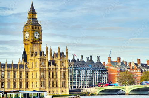 Photo Big Ben Clock Tower and Parliament house at city of westminster, London England