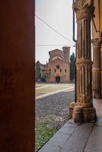 Bologna Centro Storico Reportage Abbandonata Antica Solitudine Medioevo Giornata Di Sole Strade Città Portici Pavimento Veneziana Piazza Santo Stefano