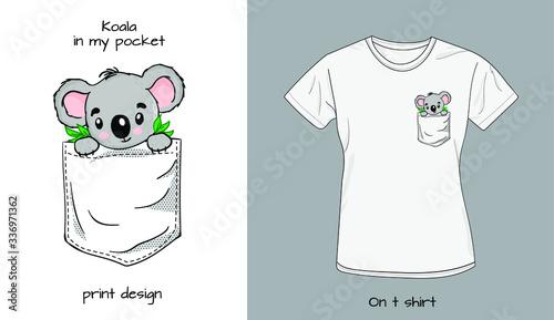 Cuadros en Lienzo Koala`s baby in t shirt pocket. Funny animals in my pocket design