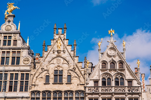 Photographie Grote Markt, Antwerp, city square with the town hall, carefully designed guilds of the 16th century, many restaurants and cafes