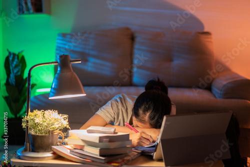 Fotomural Asian women tired from working at home She felt sleepy