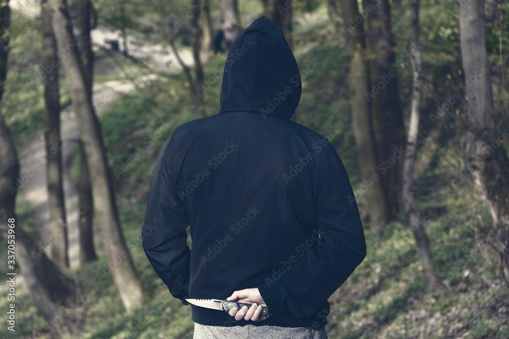 Fototapeta Mężczyzna w kapturze z nożem