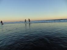 Celebra El Verano, Días Soleados, Sol, Niños Y Playa.