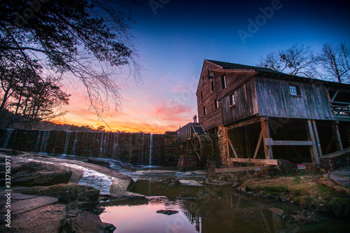 Obraz Sunset over the historic Yates Mill in Raleigh, North Carolina. - fototapety do salonu