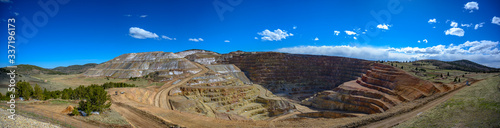 Photo Panoramic view of the Victor Cresson Mine, an active open pit gold mine in Cripp