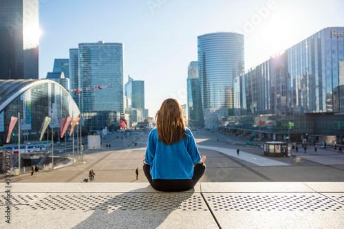 Cuadros en Lienzo Meditation La Defense Yoga Mindfulness Business Work Sun Wellness at work Mindfu