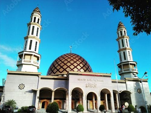 Obraz na płótnie Low Angle View Of Mosque Against Blue Sky