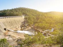 Scenery Behind Wellington Dam ...