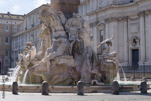 Fotografía Popular tourist spot Piazza Navona is empty following the coronavirus confinemen