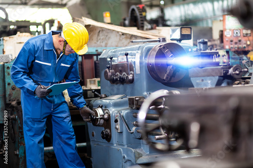 Mechanical Engineering control lathe machine in factory facility Fototapet