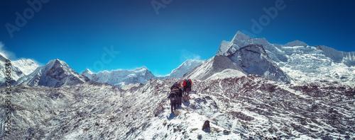 Fotografija Mountaineers make climbing Mount Island Peak Imja Tse , 6,189 m, Nepal
