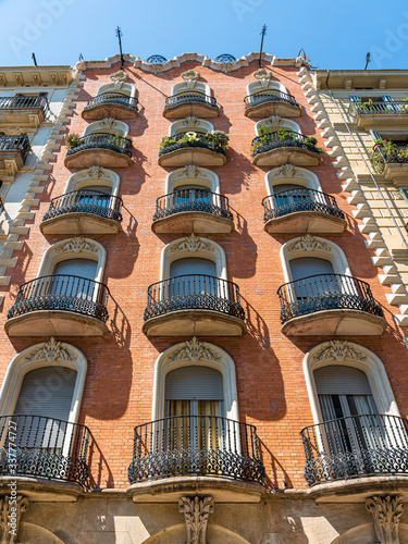 Photo Beautiful Details Of Vintage Facade Building Architecture In City Of Barcelona,