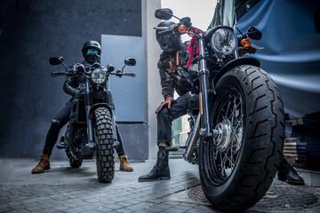 Muškarci na motociklu