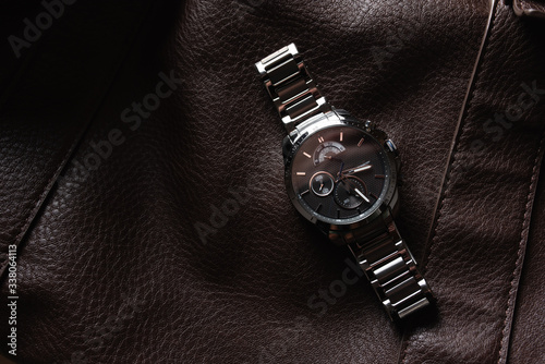 Obraz luxury fashion watch  closeup automatic men watch with stainless steel wrist Luxury men's watch. watches fine on a leather background in studio isolated - fototapety do salonu