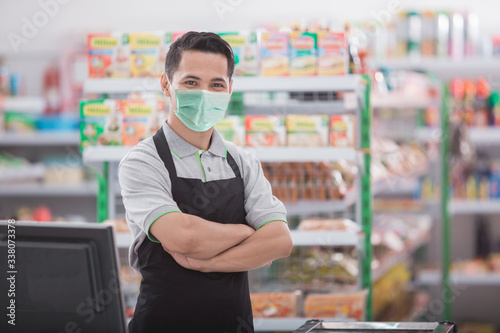 Photo portrait of happy asian male shopkeeper