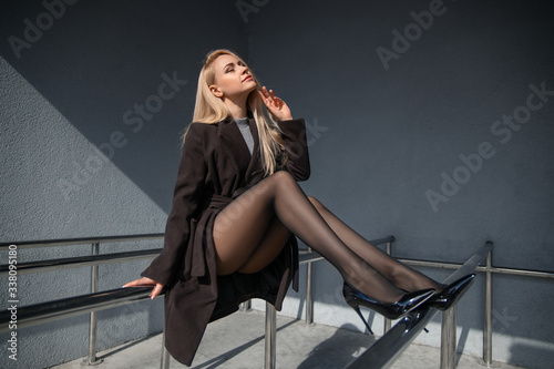 Photo Girl with perfect legs in pantyhose at the city square.