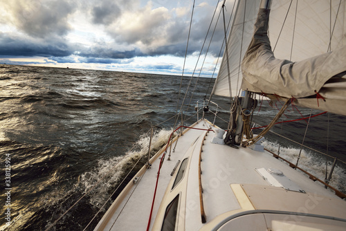 Fototapety marynistyczne   yacht-sailing-in-an-open-sea-on-a-winter-day-close-up-view-from-the-deck-to-the-bow-mast