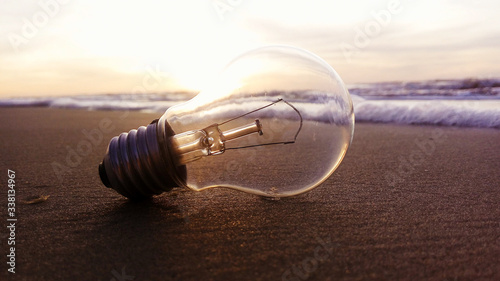 Photo Close-up Of Light Bulb At Beach During Sunset