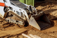 Mini Bulldozer With Earth Doin...